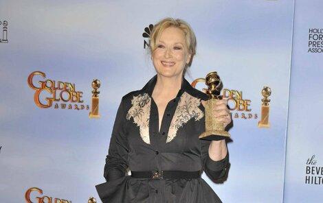 Od americké legendy Meryl Streep, oceněné za ztvárnění »Železné lady« Margaret Thatcherové, nikdo nečekal minišaty s hlubokým dekoltem, ale tenhle »pršiplášť« byl hotový trapas!