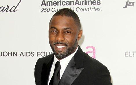 Oblek mu sekne, Idris Elba by se proto roli Jamese Bonda nebránil