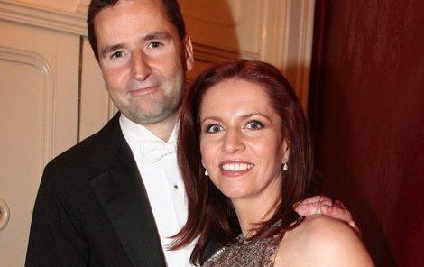 Moderátorský pár Nora Fridrichová (36) a Robert Záruba (45). Nora překvapivě přes pokročilé stadium těhotenství tančila.