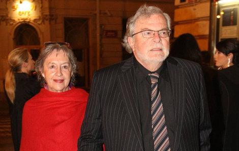 Manželka Nina Divíšková Kačera všude doprovází. I po letech je z jejich vztahu cítit láska, úcta a porozumění.
