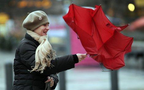 Celý víkend si dejte pozor na silný vítr!