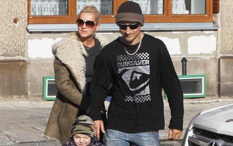 Matěj Homola a Dara Rolins se nedokážou domluvit na výchově své jediné dcery Laury.
