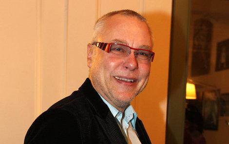 Zdeněk Bakala je momentálně nejopovrhovanějším mužem v zemi. Úsměšky budí už i jeho pokusy vyznamenávat veřejné činitele za mimořádný přínos při prosazování principu transparentnosti ve veřejné správě cenou Bílá lilie!