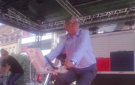 Jiří Bartoška se na festivalu zapotil