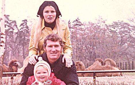 Dcera Sabrina s matkou Olgou Schoberovou a otcem Bradem Harrisem