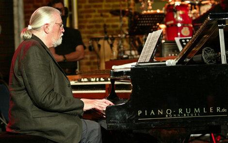 Jon Lord rád kombinoval rockovou hudbu s klasickou.