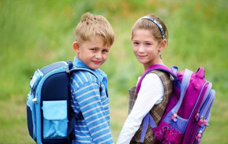 Děti na prvním stupni nosí v aktovkách 20 až 25 procent své váhy.