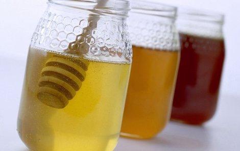 Med bude podle včelařů letos nejspíš nedostatkovým zbožím.