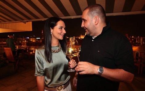 Sandra a Jan si rádi dopřejí skleničku vína