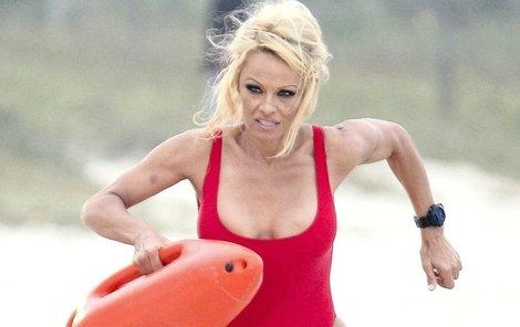 Sexy plavčice Pamela v akci!