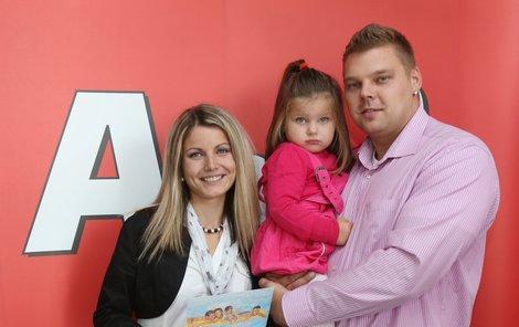 Rodinka Krátkých si v převzala cenu za vítězství přímo v redakci Aha!.