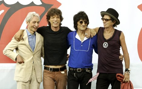 Zleva Charlie Watts (71), Mick Jagger, Ronnie Wood (65) a Keith Richards (68).