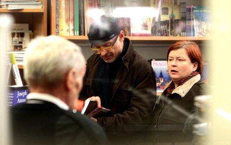 Kaiser s Wernischovou v knihkupectví