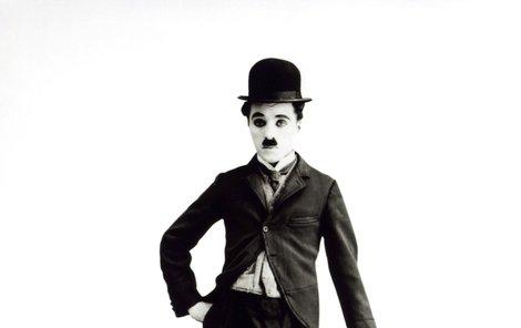 Buřinka a hůlka k Chaplinovi neodmyslitelně patří.