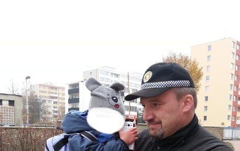 Daníka vrátil zpět do péče vyděšené mámy strážník, který ho našel.