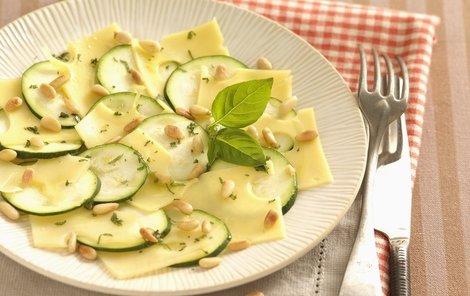 Pro horké letní dny je optimální lehká zeleninová večeře.