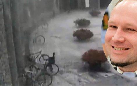 Video, které šokuje. Breivik ani chvilku neváhal zabíjet.