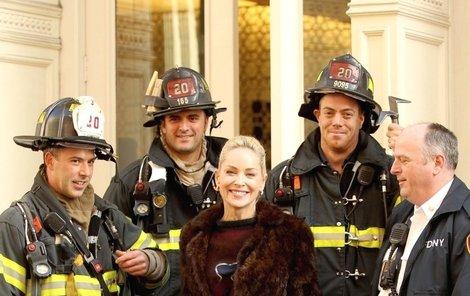 Newyorští hasiči budou mít na Sharon pěknou památku.