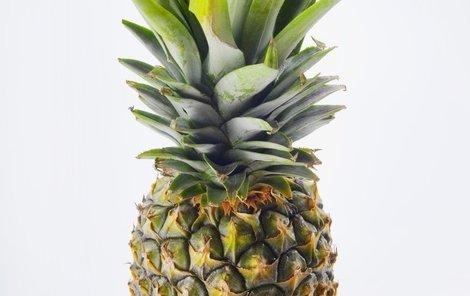 Mladík útočil i ananasem.