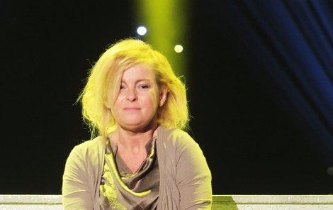 Iveta Bartošová je znovu na dně.