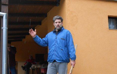 Václav Martínek se sousedy očekávají nájezdy zlodějů.