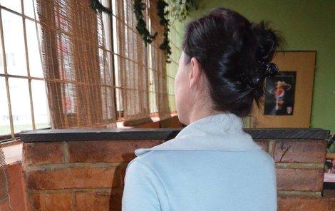 Matka dvou dětí Jana K. má strach z pronásledování propuštěného kriminálníka.