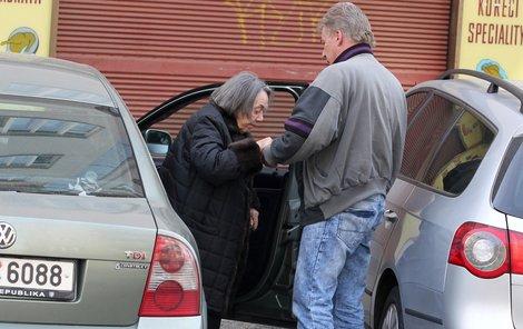 Řidič Jiřiny Jiráskové zemřel za podivných okolností.