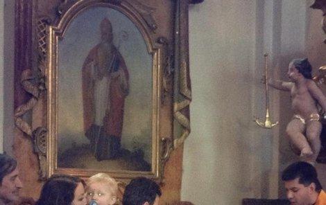 Agáta Hynchová nechala pokřtít svého syna Kryšpína.