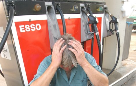 Ceny benzínu zase lezou nahoru.