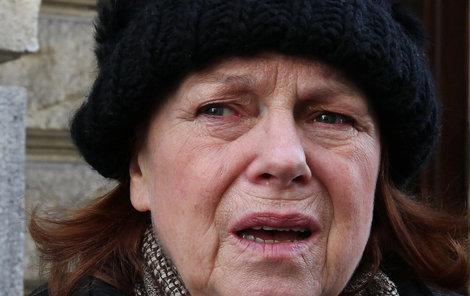 Iva Janžurová odjela z nemocnice do lázní.