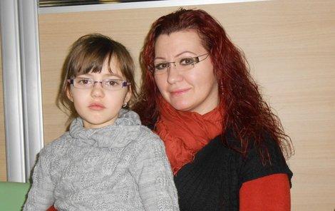 Karolínka má kvůli smogu zánět nosohltanu, s maminkou byla včera u lékařky.