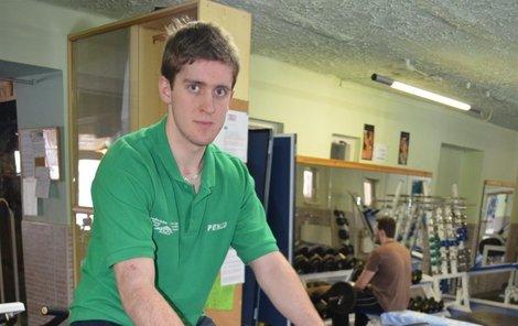 Roman má díky protéze s bionickým kloubem relativně malá omezení..