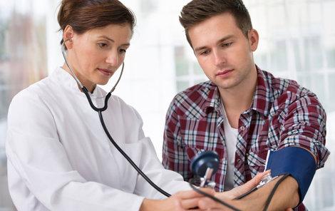 Bolest hlavy, ekzémy... I za to někdy může psychika. Raději než pilulky vám teď lékař může nabídnout účinnější léčbu.