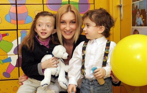 Dominika dětem věnovala třicet tisíc korun pro neslyšící děti.