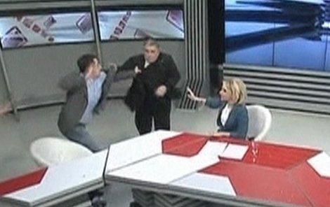 Rvačka v přímém přenosu. Gruzínci holt mají pádné argumenty.
