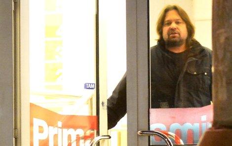 Jirka Pomeje se naposled objevil na Primě. Teď už tam nesmí vkročit.