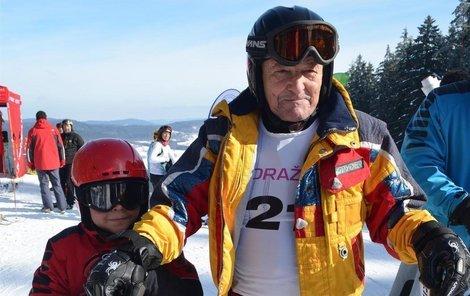 Senior má následovníka, závod na Lipně jel i jeho osmiletý vnuk Tomáš