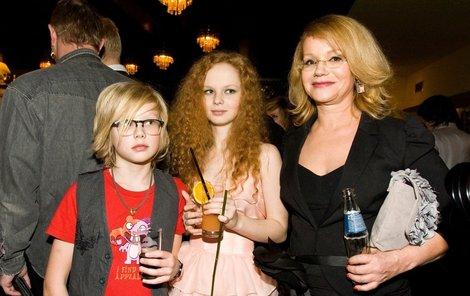 Jitka Asterová s dcerou Annou a synem Adamem