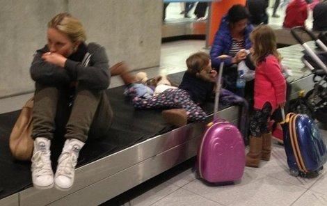 Několik hodin strávila Krainová čekáním v Německu na letišti.