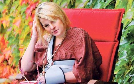 Iveta se ze zranění vzpamatovává dlouho. I po operaci ramene trpěla jako zvíře.