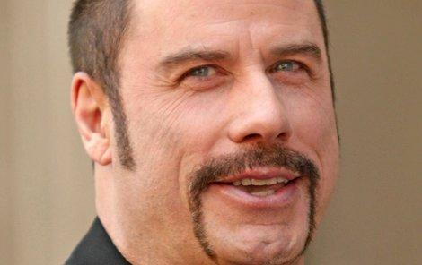 John Travolta: 2008  S knírem až na bradu vypadal jako drogový dealer.