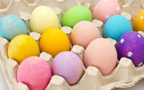 Obarvování vajíček je prastarý rituál.