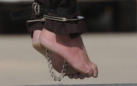 Nezletilý chlapec se přiznal k vraždě až po nelidském týrání.