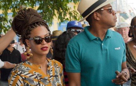Beyoncé má obrovský drdol, Jay-Z zase pořádný doutník.