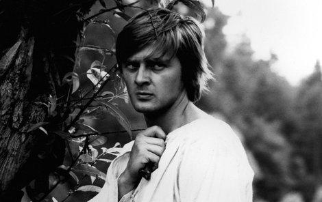Herec Ivan Luťanský ve filmu Zápisník zemřelého.   během natáčení filmu Zápisník zmizelého