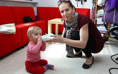 Nora Fridrichová s dcerou v době, kdy ještě jiné kamarády tolik nepotřebovala.