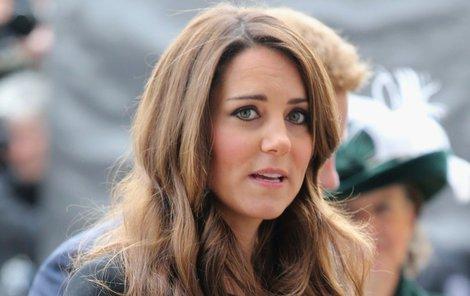 Kate dostaly nevolnosti spojené s těhotenstvím až do nemocnice.