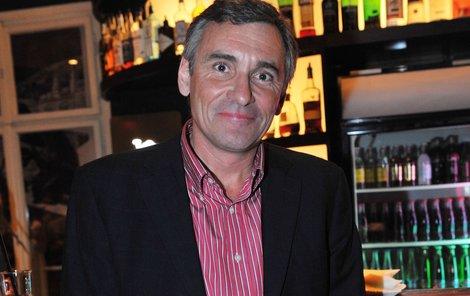 Jan Čenský hraje primáře Davida Suchého. se neživí jen hraním a moderováním, ale je také lektorem rétoriky a herectví.