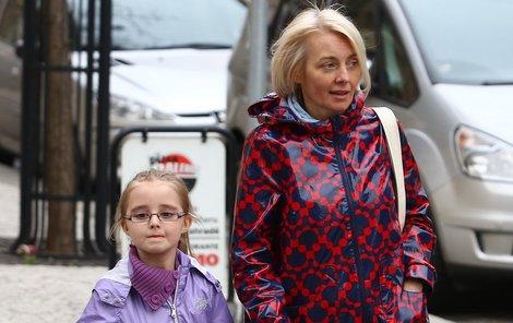Žilková jde z metra kulhavým krokem s dcerou Kordulkou…