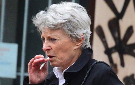 Jana Štěpánková se cigarety nevzdá nikde.